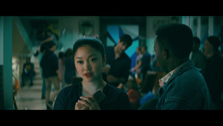 Apple iPhone Smartphone Used by Lana Condor as Lara Jean Song Covey in To All the Boys P.S. I Still Love You (4)