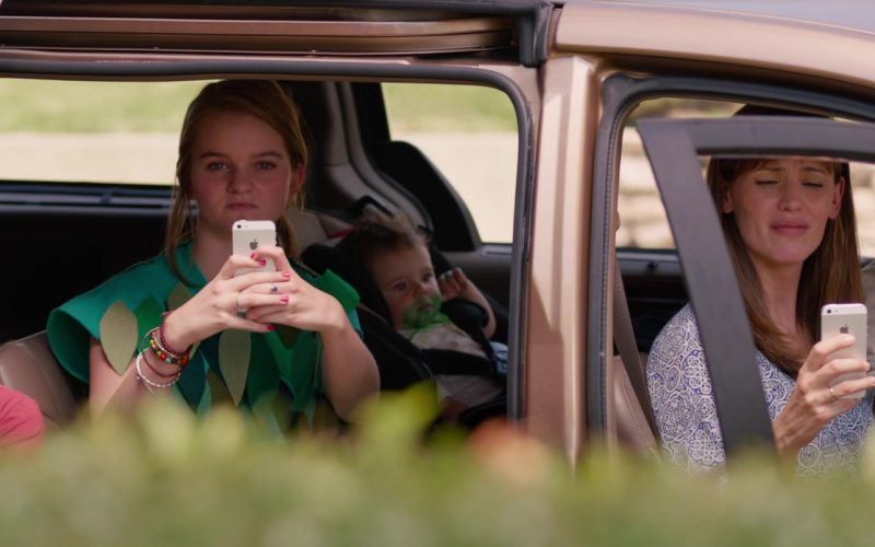 Apple iPhone Used by Kerris Dorsey & Jennifer Garner in Alexander and the Terrible, Horrible, No Good, Very Bad Day