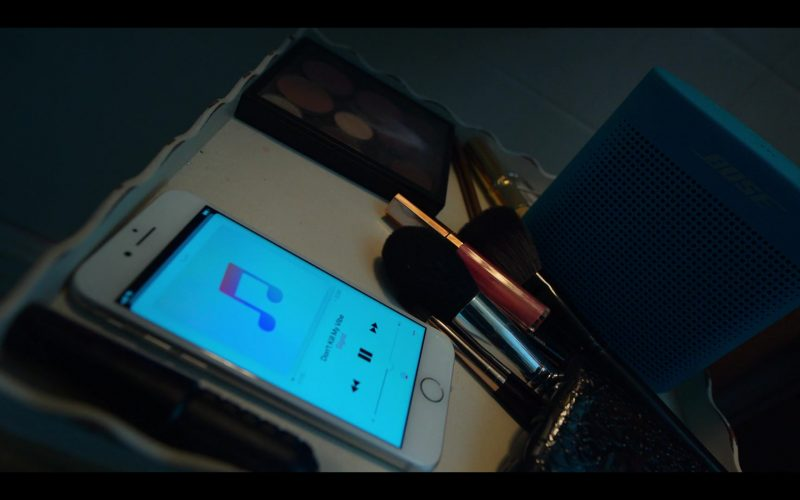 Bose Blue Speaker and Apple iPhone in Locke & Key Season 1 Episode 4 The Keepers of the Keys (2020)
