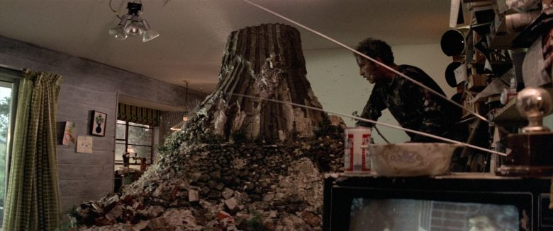 Budweiser Beer Enjoyed by Richard Dreyfuss as Roy Neary in Close Encounters of the Third Kind (1)