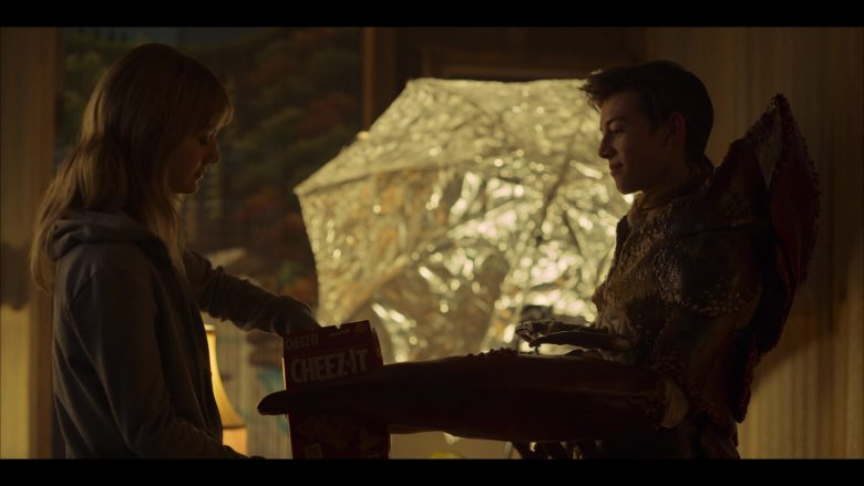 Cheez-It Crackers in Locke & Key Season 1 Episode 2 Trapper Keeper (2020)