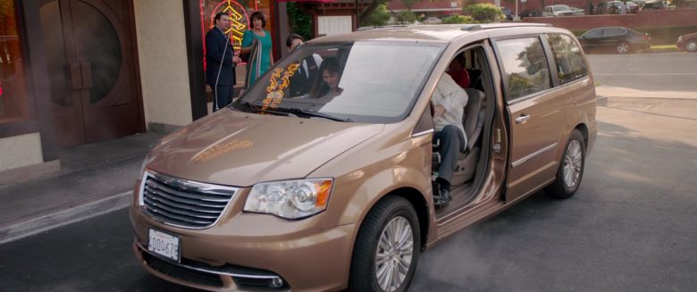Chrysler Town & Country Car in Alexander and the Terrible, Horrible, No Good, Very Bad Day (11)