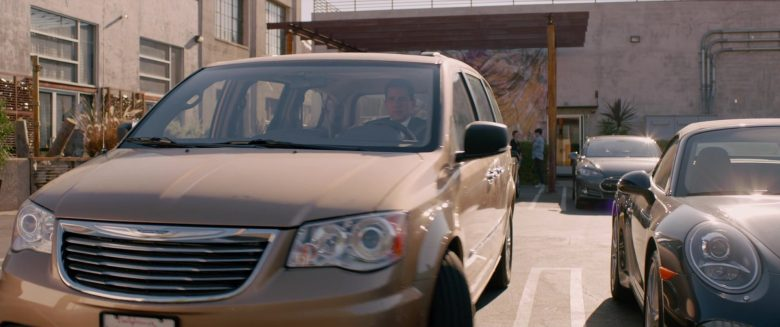 Chrysler Town & Country Car in Alexander and the Terrible, Horrible, No Good, Very Bad Day (4)
