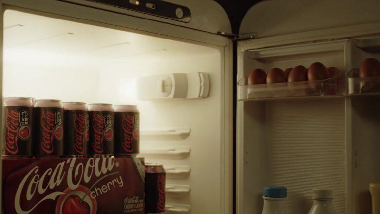 Coca-Cola Cherry Soda in The New Pope Season 1 Episode 8 (2020)