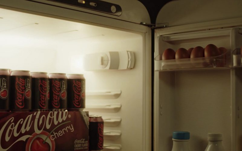 Coca-Cola Cherry Soda in The New Pope Season 1 Episode 8 (2020)