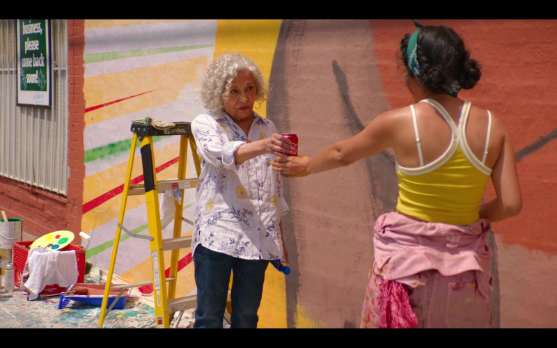 Coca-Cola Soda Can in Gentefied S01E05 The Mural (2020)