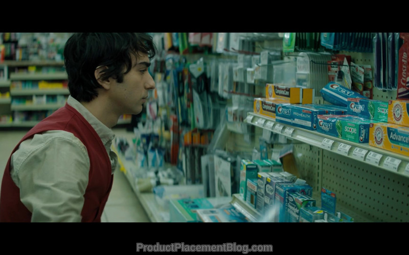 Creast and Arm & Hammer Advance White Toothpastes, Close-Up Toothbrush in Jumanji The Next Level (2019)