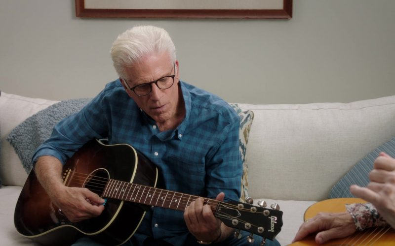Gibson Guitar Held by Ted Danson as Michael in The Good Place Season 4 Episode 13 Whenever You're Ready (3)