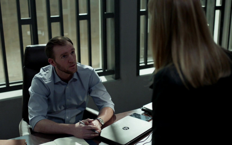 HP Laptop in Curb Your Homeland S08E03