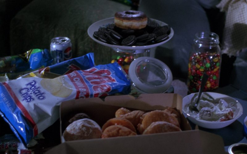 Pepsi Soda and Ruffles Potato Chips in The Nutty Professor (1996)