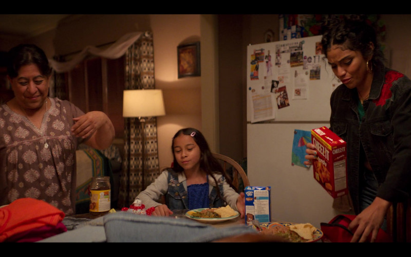 Pop-Tarts and Cheez-It Crackers in Gentefied S01E08 Women's Work (2020)