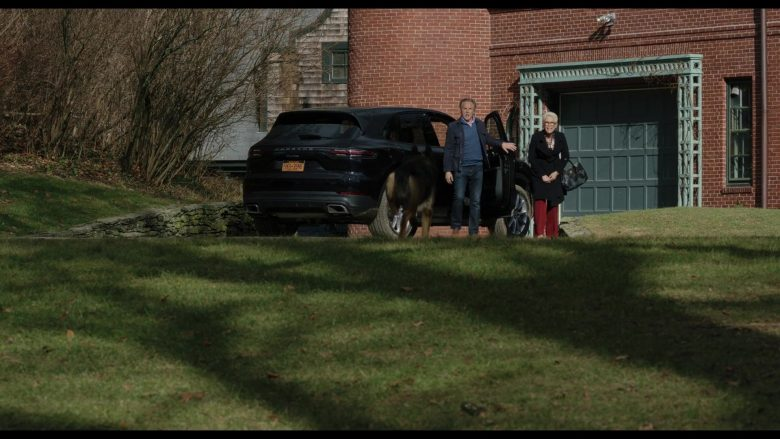 Porsche Cayenne SUV in Knives Out (1)