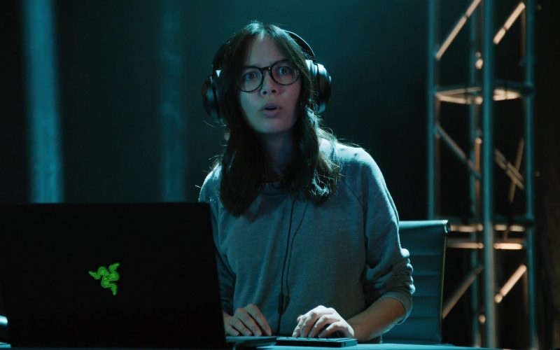 Razer Laptop Computer Used by Charlotte Nicdao as Poppy in Mythic Quest Raven's Banquet Season 1 Episode 7 Permadeath (2020)