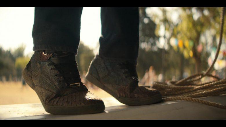 Reebok Shoes in Narcos Mexico Season 2 Episode 5 AFO (2020)