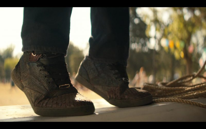 Reebok Shoes in Narcos Mexico Season 2 Episode 5 AFO (2020)