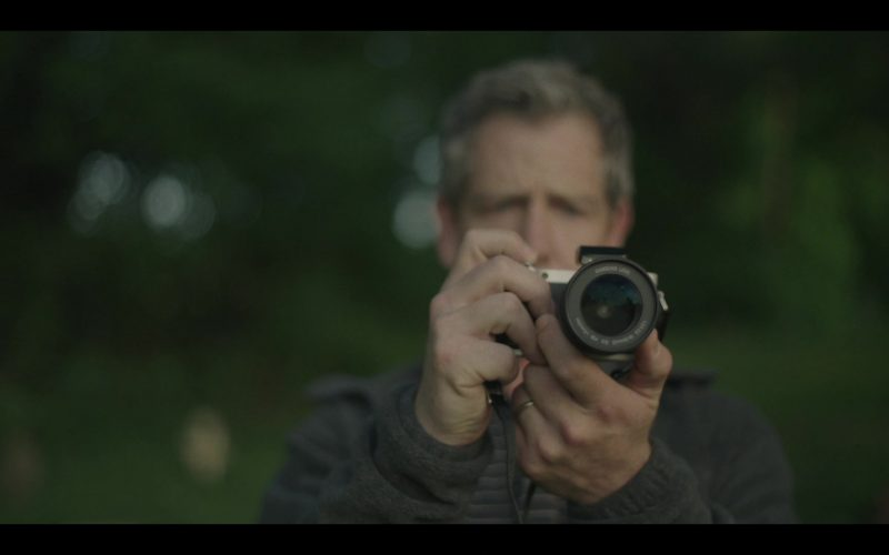 Samsung Camera Used by Ben Mendelsohn as Det. Ralph Anderson in The Outsider Season 1 Episode 5 Tear-Drinker (2020)