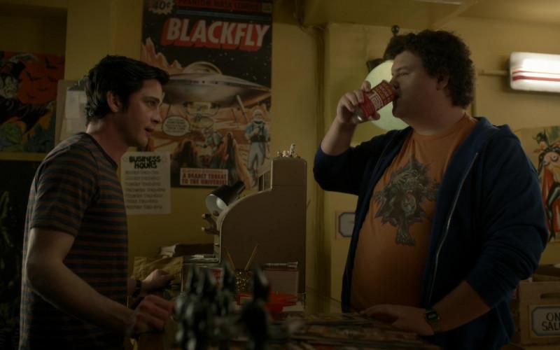 Tab Sugar Free Soda Enjoyed by Caleb Emery as Arthur 'Bootyhole' McGuigan in Hunters S01E03 (2)