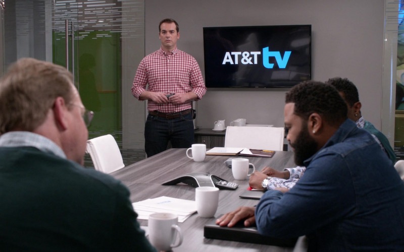 AT&T TV in Black-ish S06E19 Dad Bod-y of Work