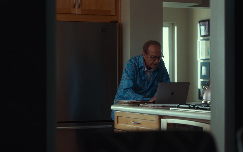 Apple MacBook Laptop Used by David Paymer in Dave S01E04