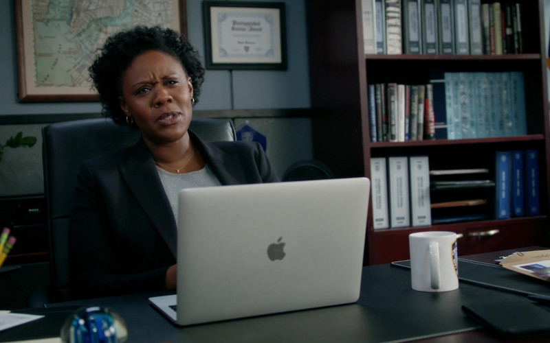 Apple MacBook Laptop in Manifest S02E10