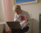 Apple MacBook Pro Laptop Used by Mae Martin in Feel Good S01E01 (3)