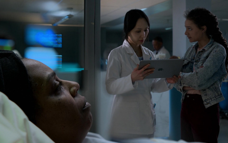 Apple iPad Tablet in Amazing Stories S01E04 Signs of Life (2020)