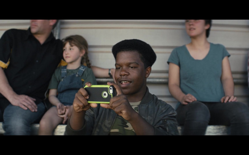 Apple iPhone Smartphone Held by Darius Amarfio Jefferson as Colin in Go Karts (1)