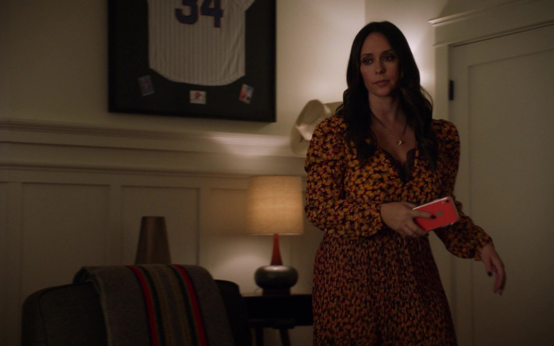 Apple iPhone Smartphone Held by Jennifer Love Hewitt as Maddie in 9-1-1 S03E11