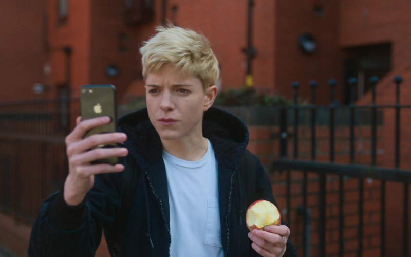 Apple iPhone Smartphone Used by Mae Martin in Feel Good S01E04