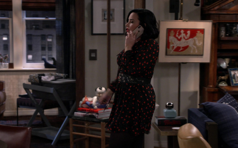 Apple iPhone in Will & Grace S11E14 The Favourite (1)