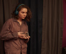 Beats Wireless Headphones Used by Hannah Alligood as Frankie Fox in Better Things S04E01 (1)