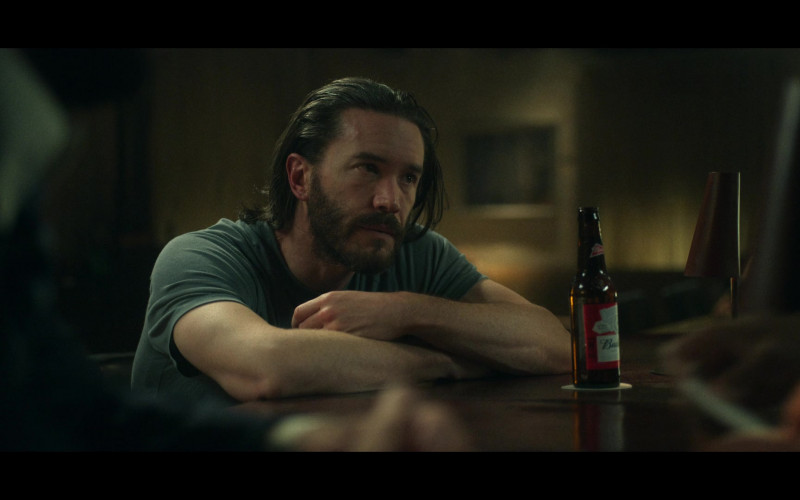 Budweiser Beer Bottle in Ozark S03E08