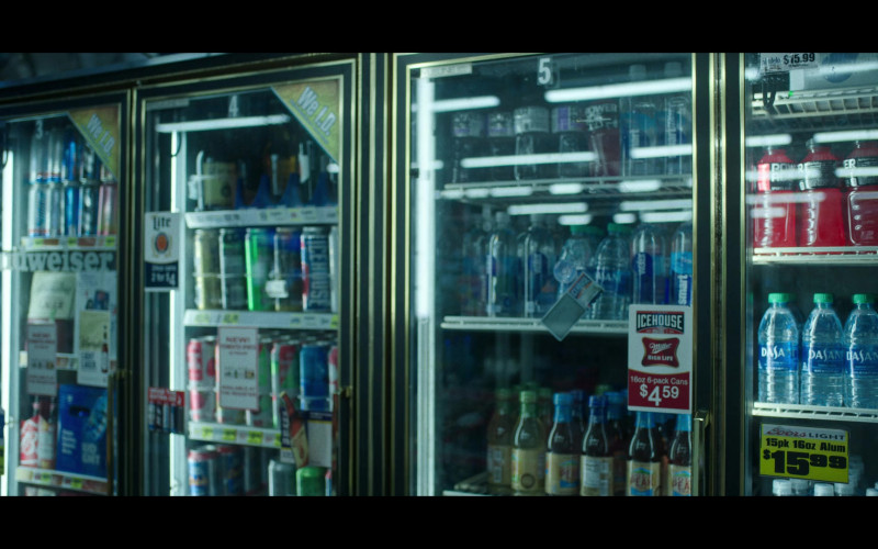 Budweiser, Icehouse, Miller High Life, Dasani in Ozark S03E09