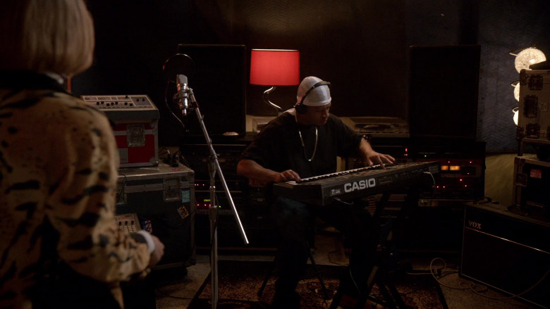 CASIO Digital Piano in Empire S06E14