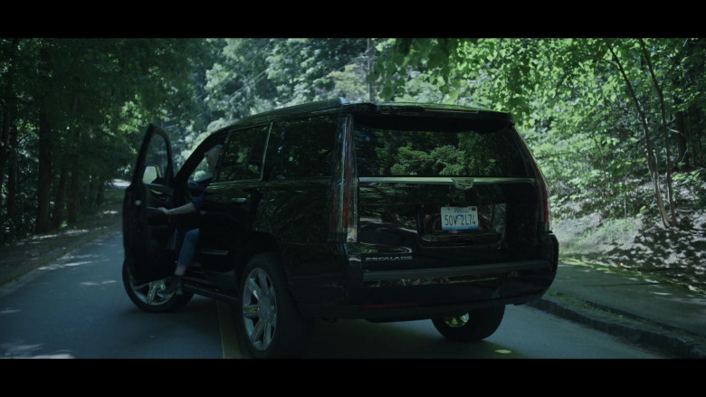 Cadillac Escalade Black SUV Driven by Laura Linney as Wendy Byrde in Ozark S03E03 (1)