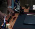 Dell Notebook in Brooklyn Nine-Nine S07E08 The Takeback (2...
