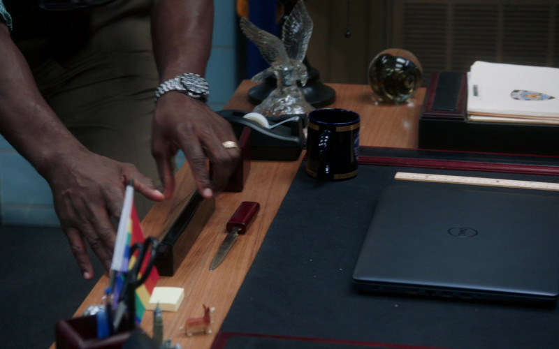 Dell Notebook in Brooklyn Nine-Nine S07E08 The Takeback (2020)