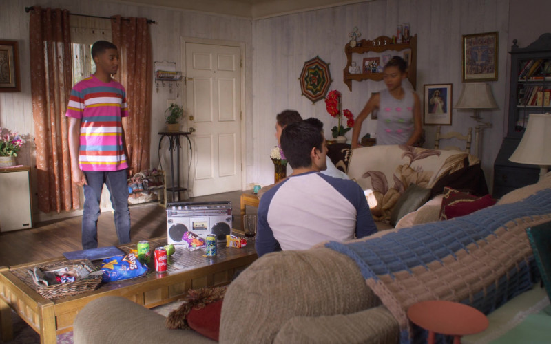 Doritos, Mountain Dew, Coca-Cola, Fritos in On My Block S03E06