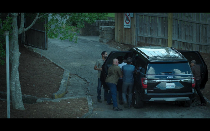 Ford Expedition Car in Ozark S03E03 (1)