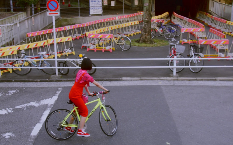 Giant Bicycle and Vans Red Shoes in Followers S01E03 Search
