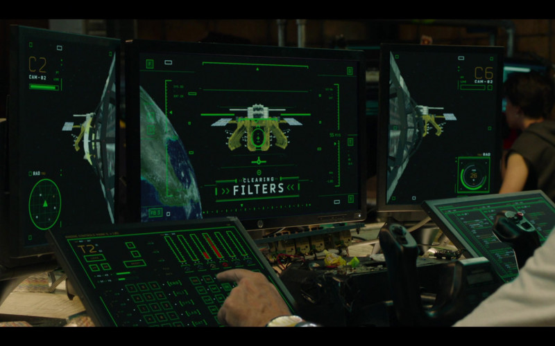 HP Monitor in Avenue 5 S01E09 Eight Arms but No Hands (2020)