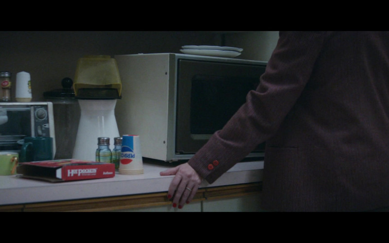 Hot Pockets and Pepsi Cups in Black Monday S02E04