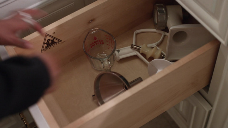 J&K Cabinetry in Little Fires Everywhere S01E04 The Spider Web (2020)
