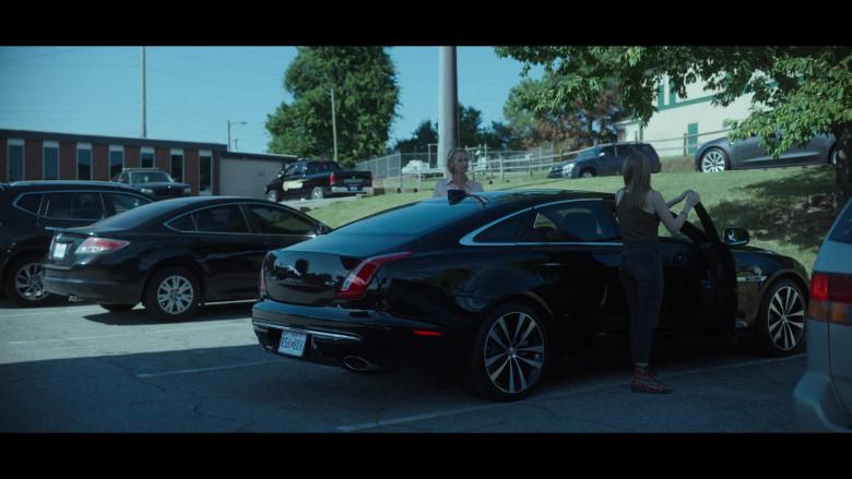 Jaguar XJ 5.0 Car in Ozark S03E08 (1)