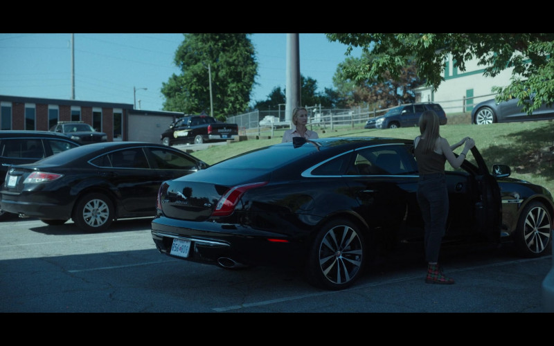 Jaguar XJ 5.0 Car in Ozark S03E08 (1)