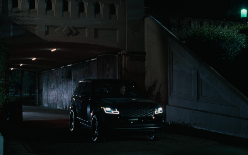 Land Rover Range Rove Vogue Car in Westworld S03E01 (2)