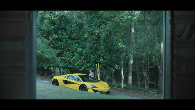 McLaren Yellow Sports Car in Ozark S03E07 (1)