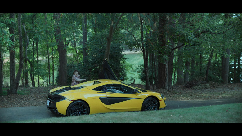 McLaren Yellow Sports Car in Ozark S03E07 (2)