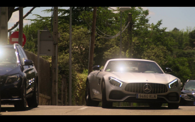 Mercedes-Benz Convertible Car in Elite S03E02 (1)