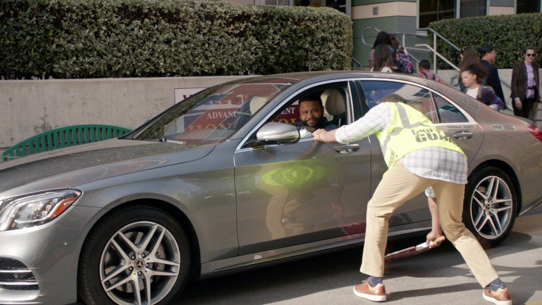Mercedes-Benz S-Class Car Driven by Anthony Anderson in Black-ish S06E19 (2)